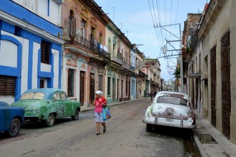 Nog een straatbeeld, bij mij om de hoek. Hier ergens woont een man die oude auto's opknapt.