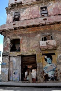 De vervallen gebouwen van de stad, die met alle lagen verf toch een bepaalde schoonheid hebben, vind ik.