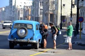 Het deeltaxisysteem in Cuba werkt goed, maar het is eigenlijk verboden voor chauffeurs om toeristen mee te nemen als ze daar geen bepaalde licentie voor hebben.